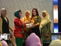 Ibu Hj.Syamsiah Amin Bicara Sepuluh Program PKK Lewat TV