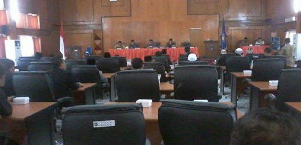 Dewan Sampaikan Hasil Resesnya Pada Masa Sidang ketiga DPRD