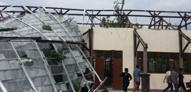 Desa Mujur Dihantam Putting Beliung