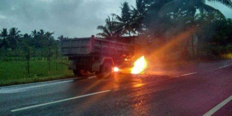 Polisi Selidiki Penyebab Dam Truk Terbakar