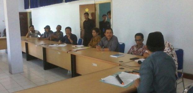 Warga Praya Timur Hearing Air dan Pupuk ke DPRD Lombok Tengah