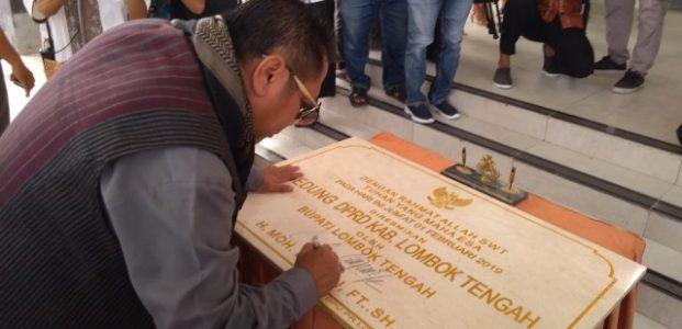 Bupati Resmikan Gedung DPRD Loteng