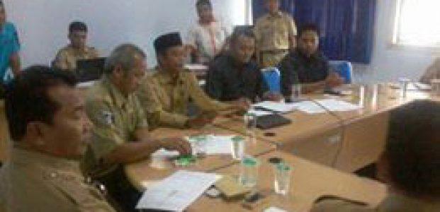 Puluhan Warga Nambung Dan Buwun Mas Datangi DPRD Lombok Tengah