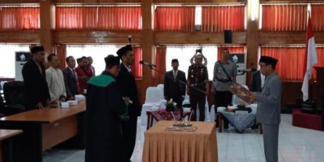 Isro' Resmi Gantikan Legewarman di DPRD Loteng