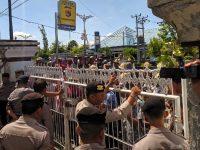 Ratusan Warga Dusun Leduh Datangi Polres Loteng, Tuntut Agar 2 Warganya Dibebaskan
