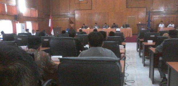 Dewan Gelar Sidang Dengan 2 Agenda